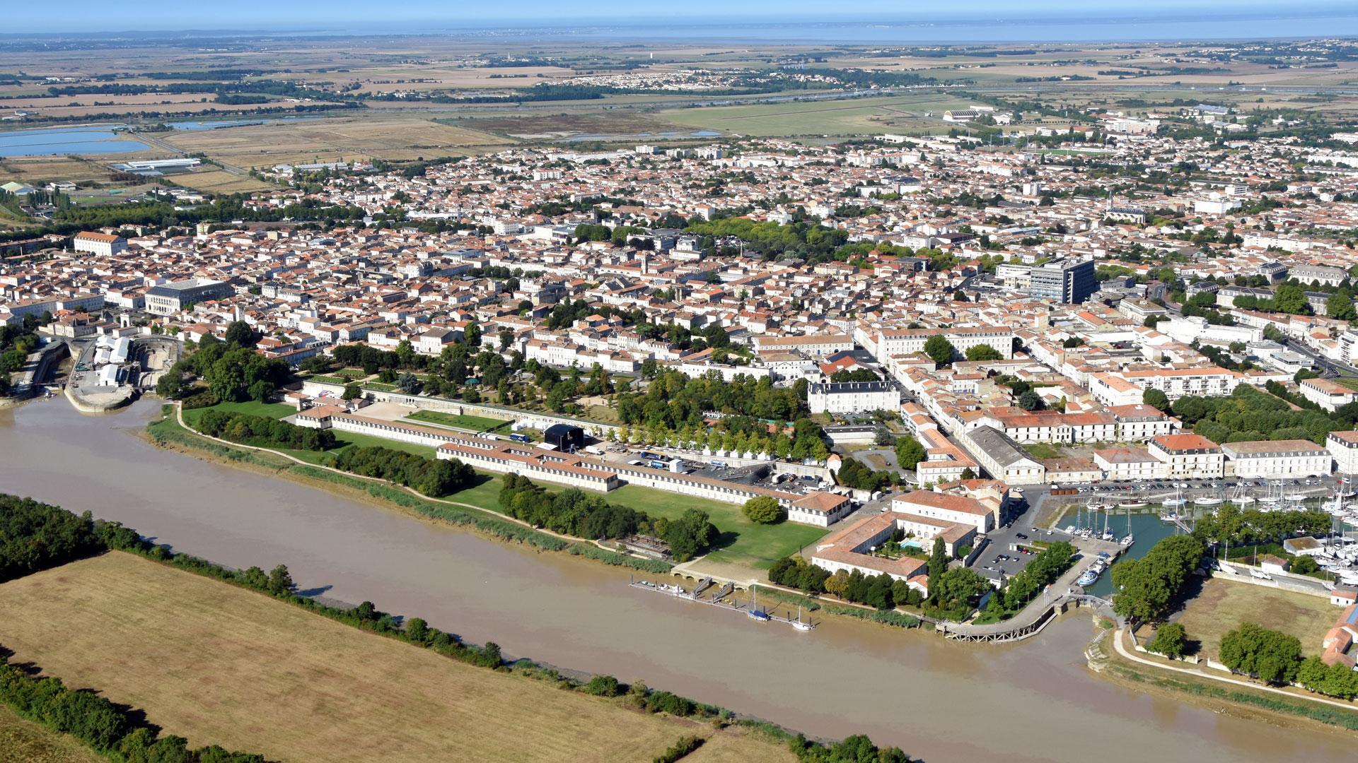 [Image: Rochefort-vue-aerienne-corderie-port-ville_0.jpg]