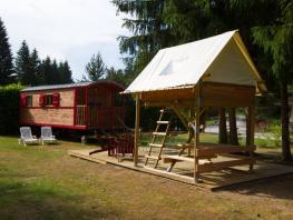 La Roulotte Robinson (gypsy wagon) (23m²) with  tent on stilts.